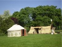 Kellemes természeti környezetben, Budapest közelében található a Jurta-camping