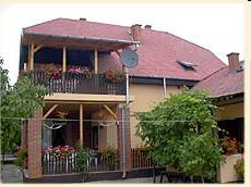 Balatonbogláro szállás kiadó szoba emeleti szoba olcsón kényelmesen nyaralni